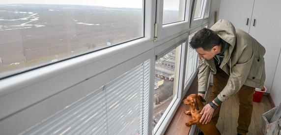 «Из-за байкеров окна колотятся», «не слышно телевизора», «зато вид красивый». Минчане о жизни возле МКАД и шумных проспектов