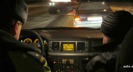 Конфликт с инспекторами. УВД: водитель не захотел выйти из авто и был задержан. Очевидцы: он признал вину, зачем было применять силу?