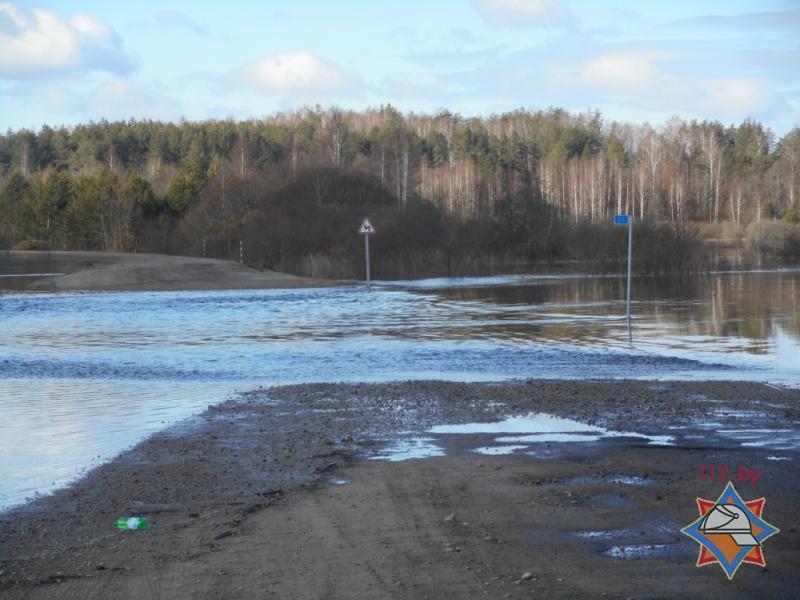 В Чаусском районе подтопило мост и дорогу