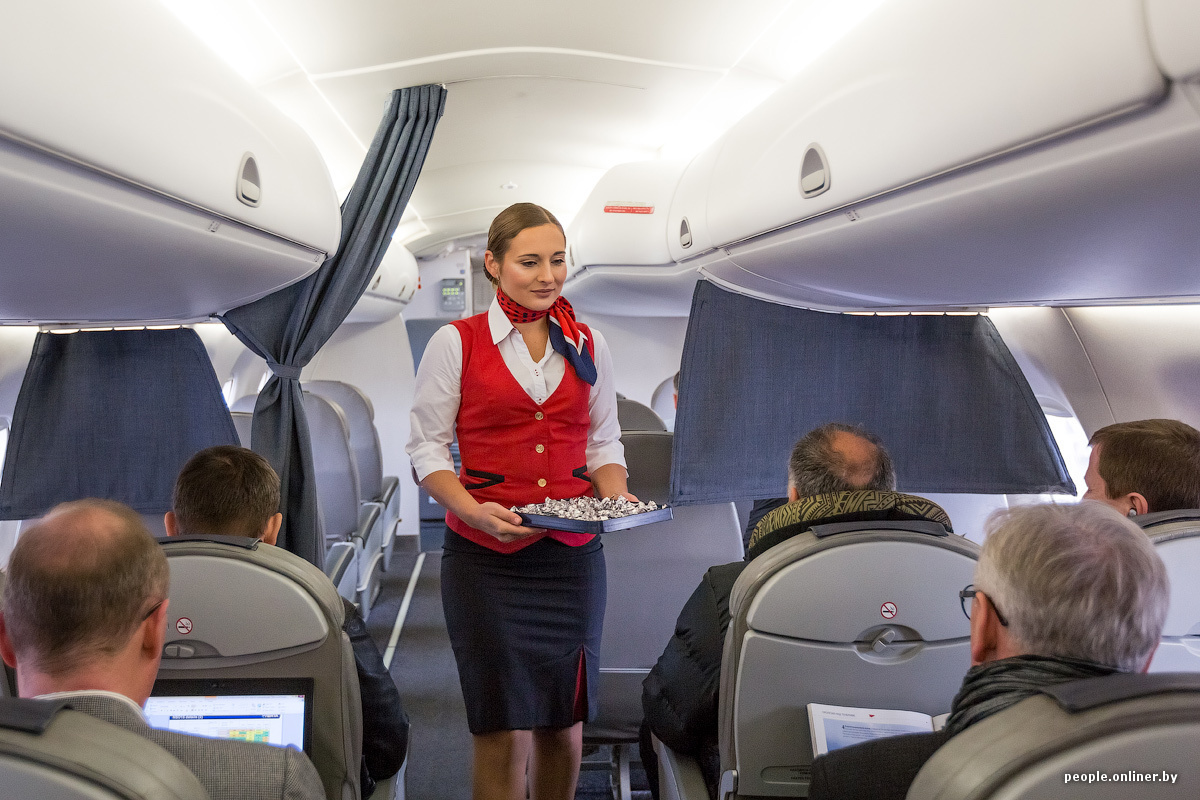 Пассажир пристает стюардессе видео фото 776-214