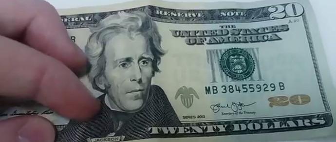 Школьник попросил дядю поменять в обменнике $20, а тот дал мальчишке пинка и ушел. Юный «Коломбо» не хныкал и собрал доказательную базу