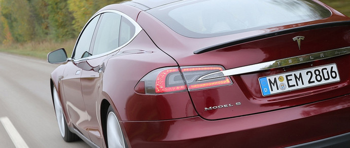 Tesla решила обновить седан Model S в стиле Model 3