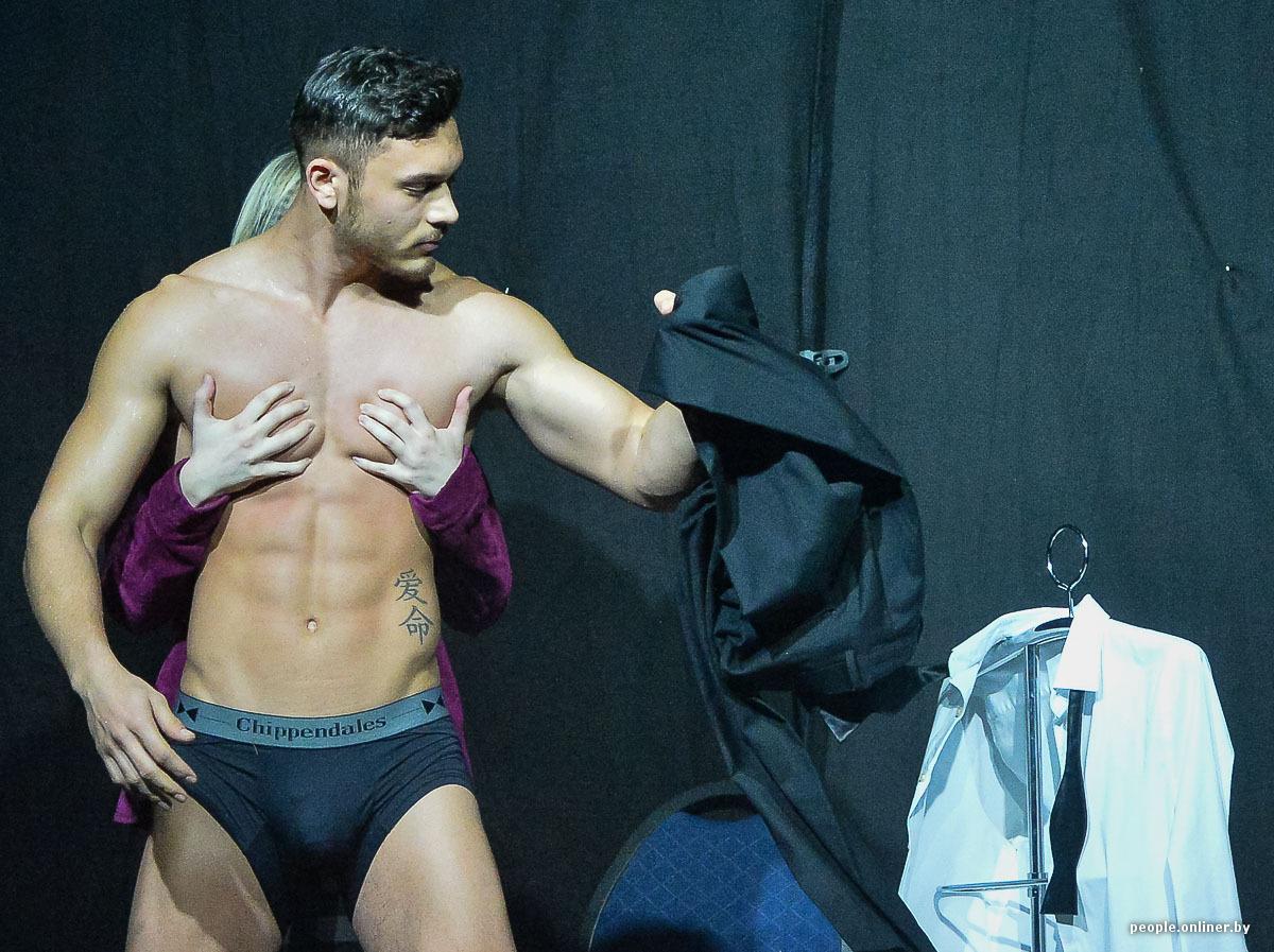 striptizeri-zavodyat-devushek-seks-roliki-porno-lesbi