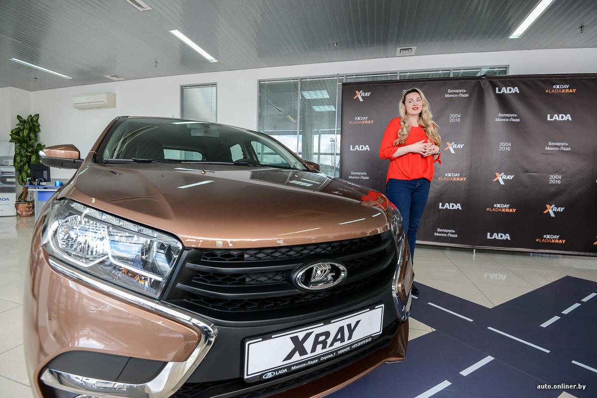 Первым покупателем Lada XRAY в Беларуси стала девушка в красном eaf29aa33f8