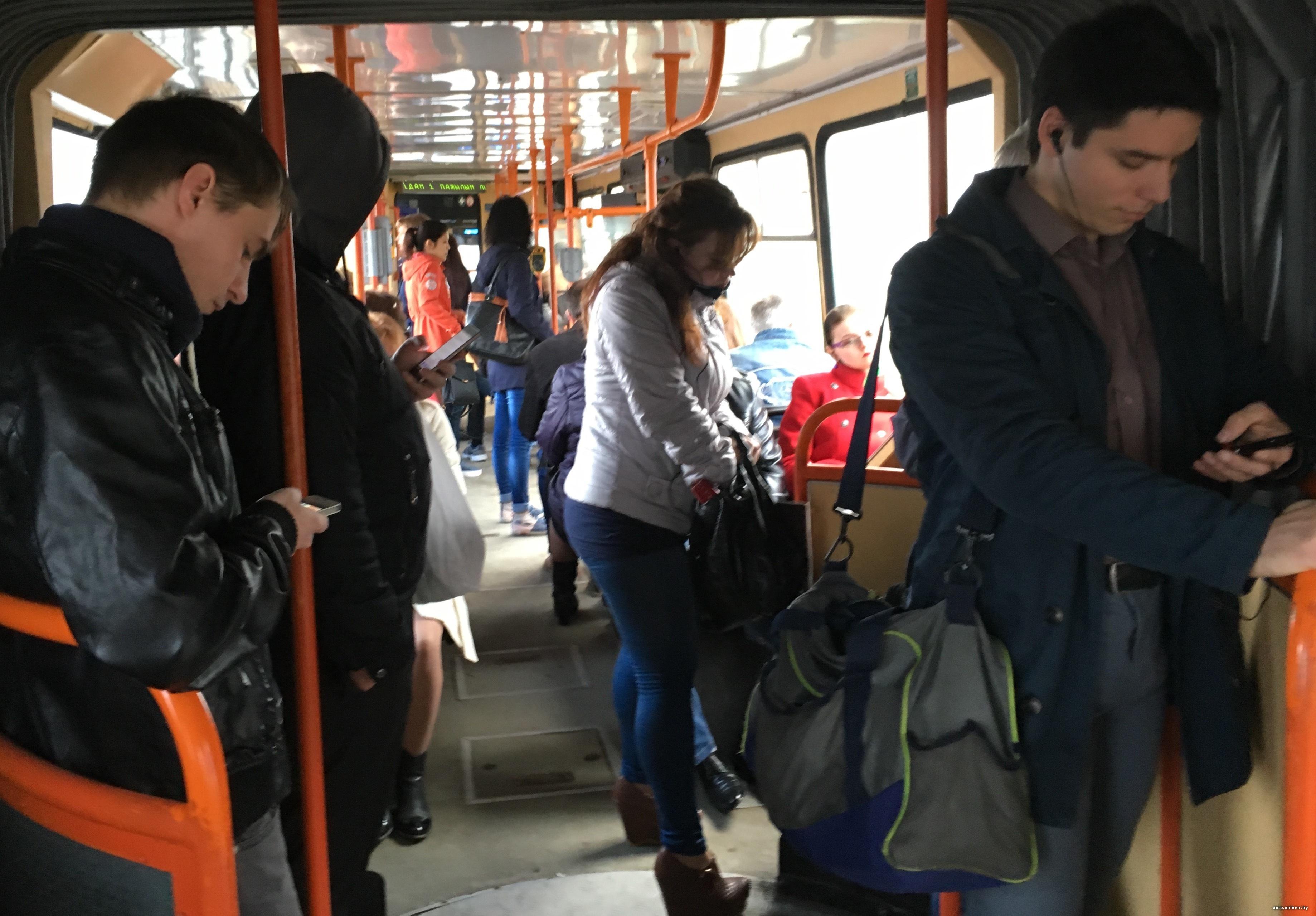 Пристающие на общественном транспорте девку потрахаться