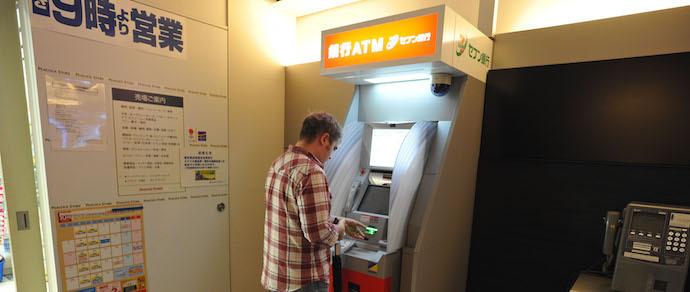 100 воров, 3 часа, $13 миллионов: в Японии распотрошили банкоматы