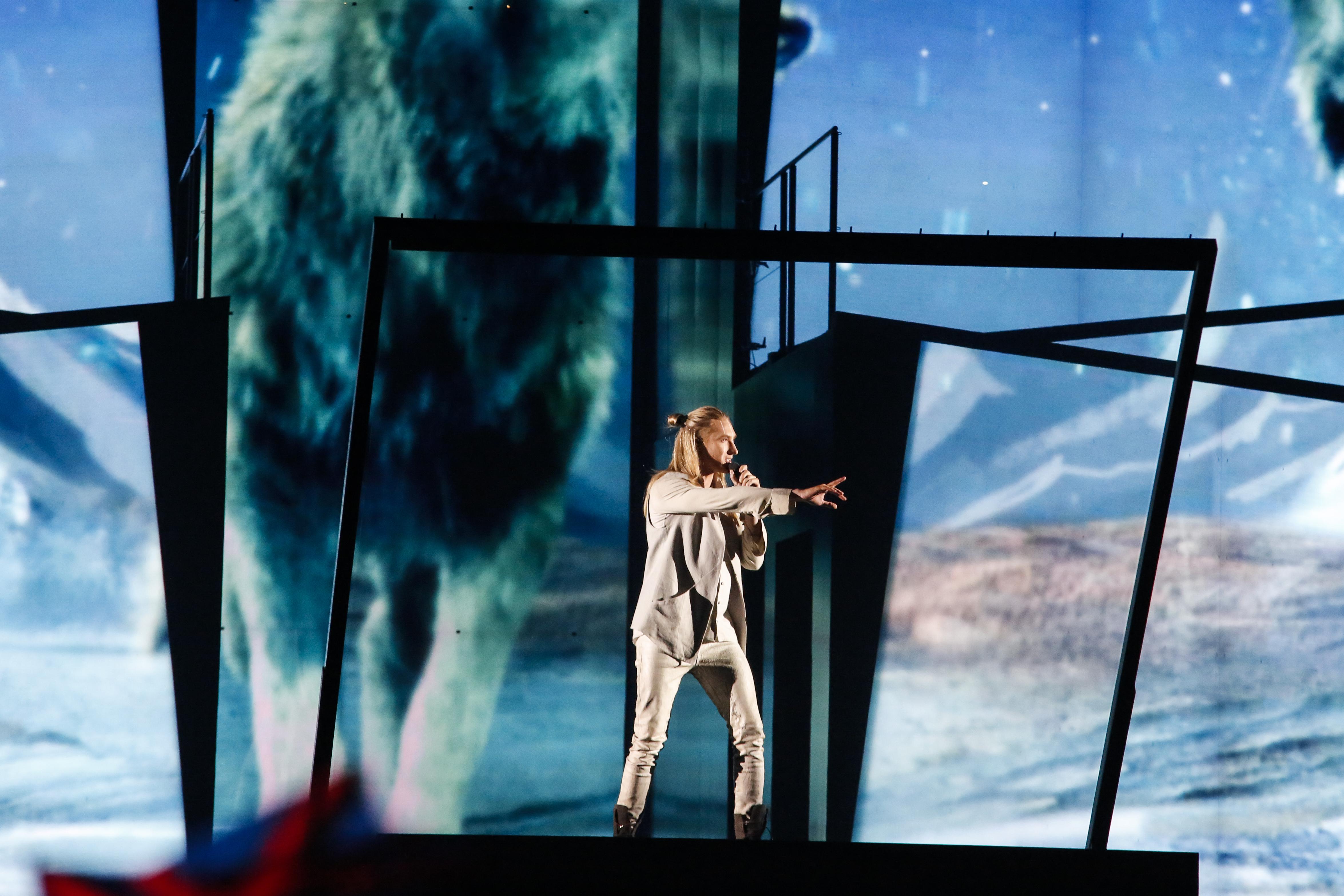 «Евровидение-2016»: Белорусский исполнитель IVAN непрошел вфинал