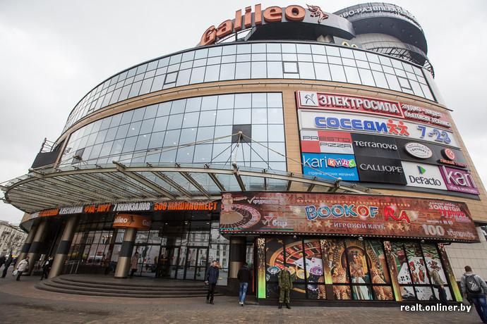 Подземный торговый центр «Столица» открылся в далеком 2006 году (начал  строиться в 2003-м). Это сейчас над объектом стоят скамейки, бьет фонтан и  гуляют ... fbcc3875902