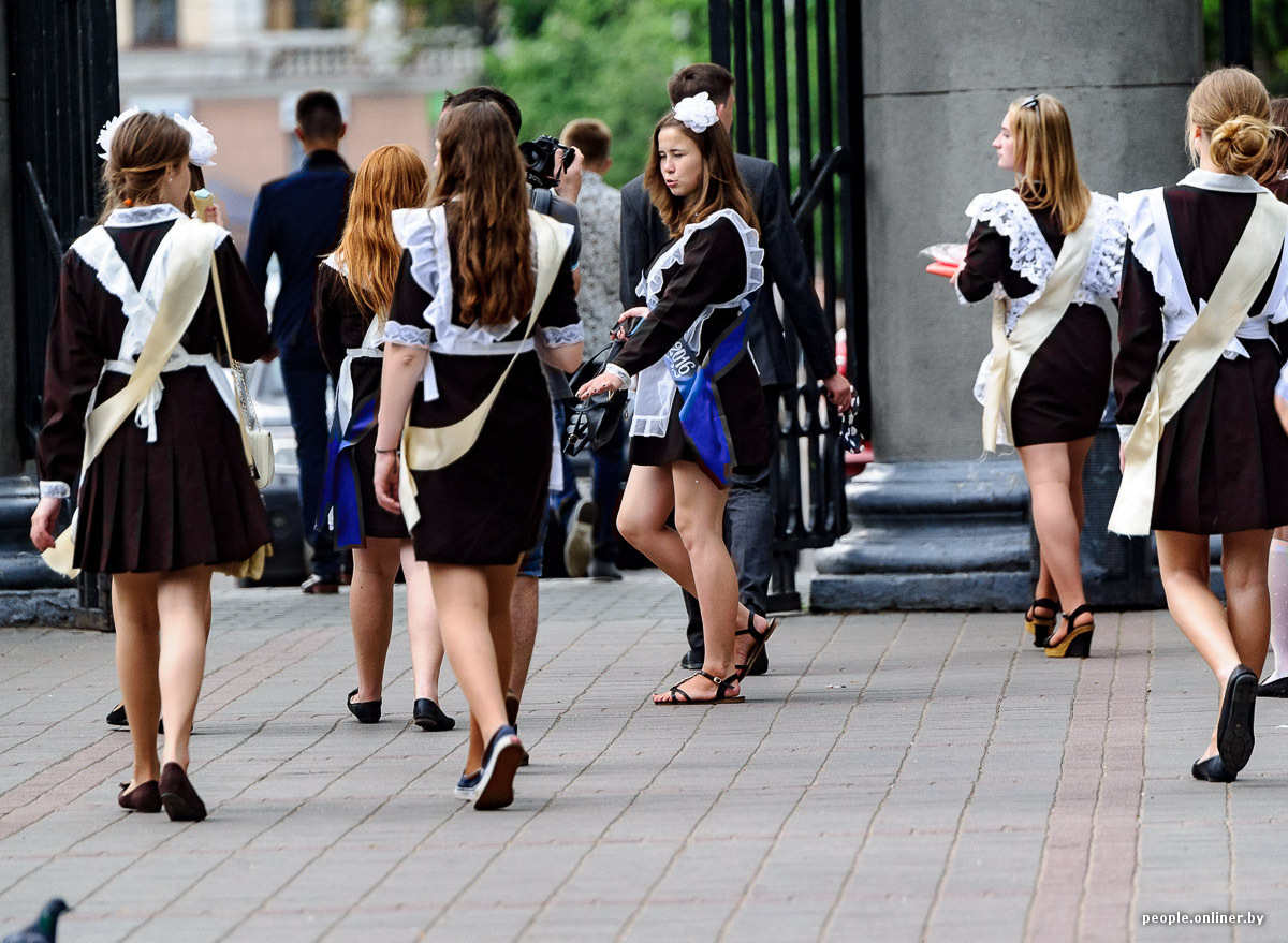 Порно юные шалавы гуляют по улице русские