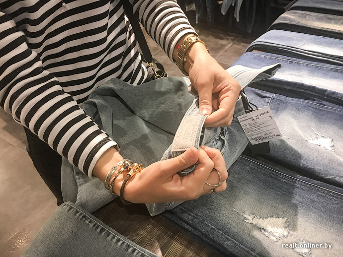 15e6c2f042f7 Часто замечаю, что бренды в минских торговых центрах — это копии, — говорит  Ольга и принимается рассматривать джинсы. — Я люблю Diesel.