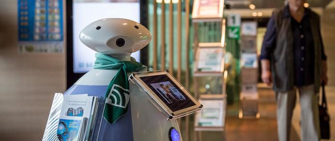 Фотофакт: в «Беларусбанке» появился робот-консультант