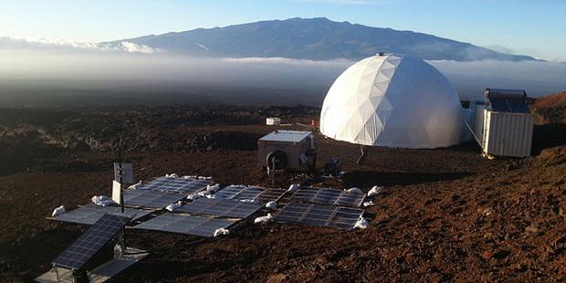 Шесть «астронавтов» год симулировали жизнь в марсианском поселке