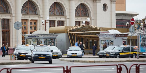 Минчане столкнулись с проблемой вызвать такси — нет машин. Причина в новых приборах контроля выручки