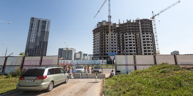 Замуровали: дорогу к экс-коттеджу Сечко и других семей, ставших на пути «Олимпик-парка», забаррикадировали бетонными блоками
