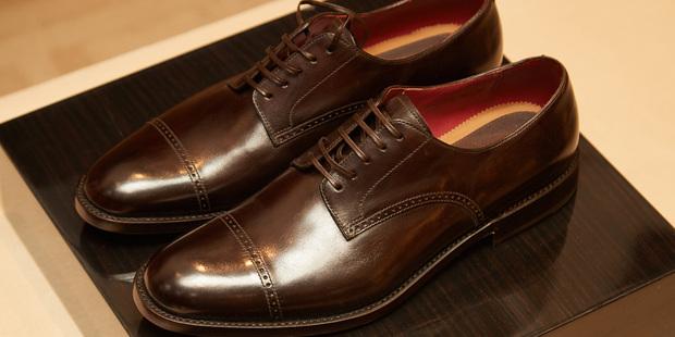 Джентльмены, к экранам: разбираемся с экспертом в моделях мужской обуви