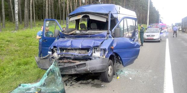 Под Минском маршрутка с пассажирами столкнулась с грузовиком. Госпитализированы 6 человек