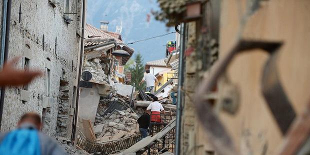 Сильное землетрясение в Италии: разрушены города, погибли не менее 247 человек