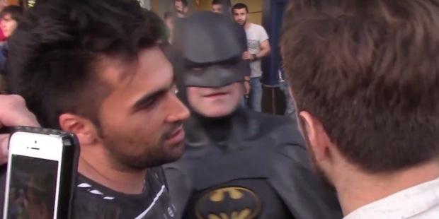Активисты «СтопХам» попросили Бэтмена убрать неправильно припаркованный автомобиль
