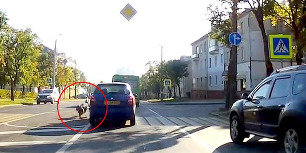 «Сказал, отвлекся»: таксист сбил девушку на пешеходном переходе
