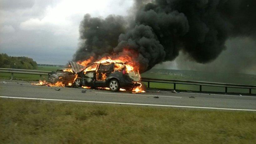 НаМ1 в итоге встречного удара сгорели две машины. Один шофёр умер