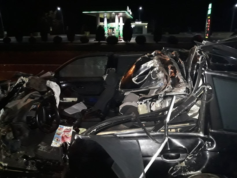 На границе с Польшей водитель BMW въехал под стоящую фуру