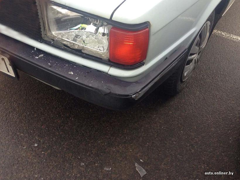 """На границе """"разборки"""": разбита фара и заднее стекло в автомобиле"""