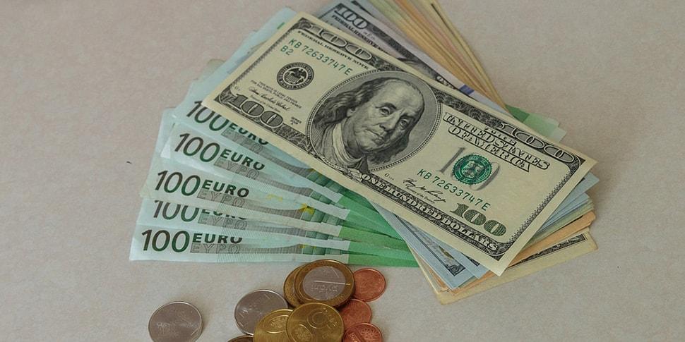 Курсы валют: доллар и евро достигли годовых максимумов