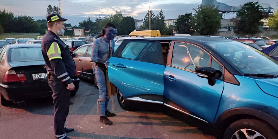 В Минске задержали водителя в костюме главного героя «Аватара»