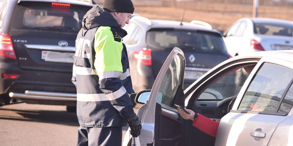 Жену оштрафовали за превышение скорости, а муж решил отомстить сотрудникам ГАИ