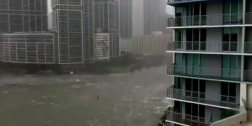 Под натиском урагана «Ирма» Майами стал похож на город из фильма-катастрофы