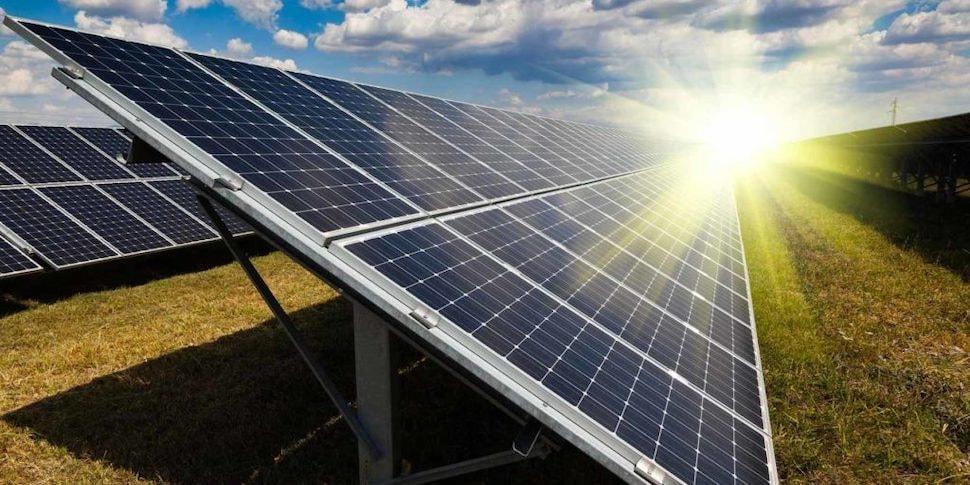 Белорус установил в доме 20 солнечных батарей. Сколько энергии они дают в жару?