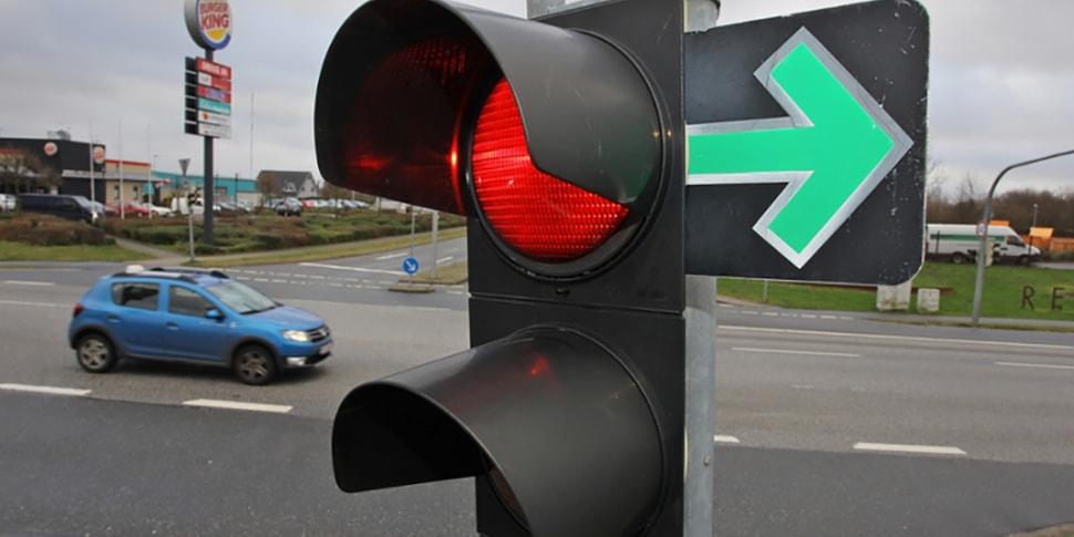 Автомобилисты собирают подписи, чтобы разрешить поворот вправо на красный
