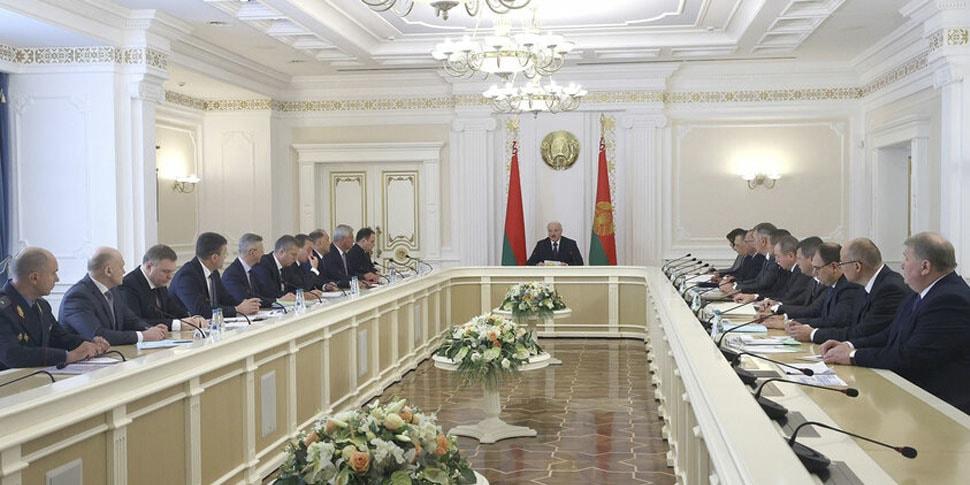 Лукашенко рассказал, как будут спасать проблемные предприятия
