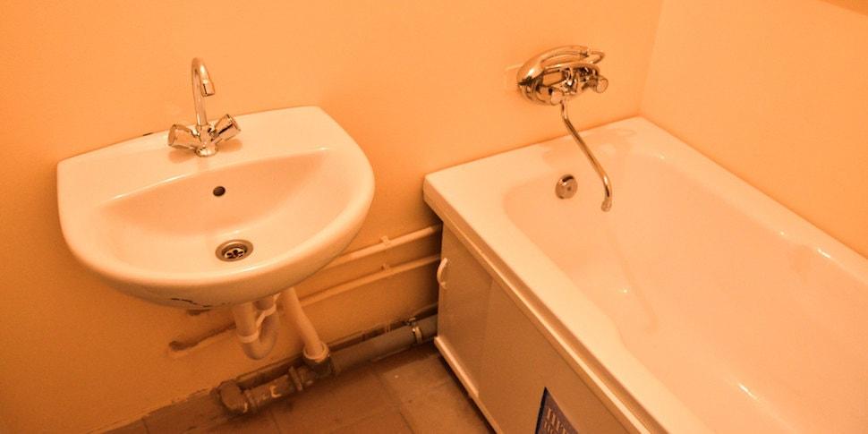 В Минской области погибла 11-летняя девочка: она заряжала мобильный телефон в ванне