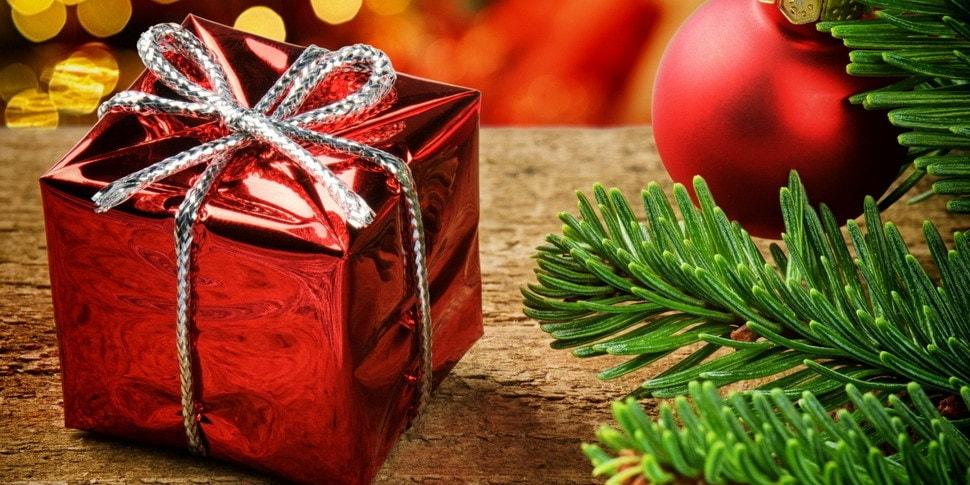 Новогоднее настроение: рабочим подарили тушенку 2-летней выдержки. Но не только