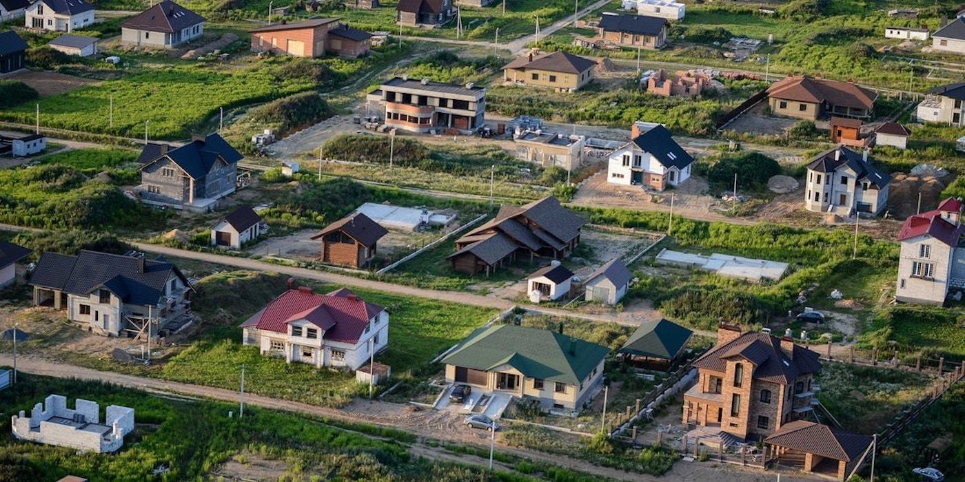 Цены на дома и дачи упали на 15—25%». Что будет дальше?