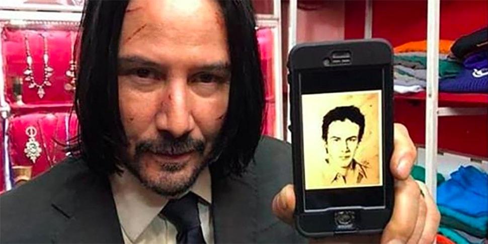 Брестчанка нарисовала портрет Киану Ривза, а он в ответ сфотографировался с ним