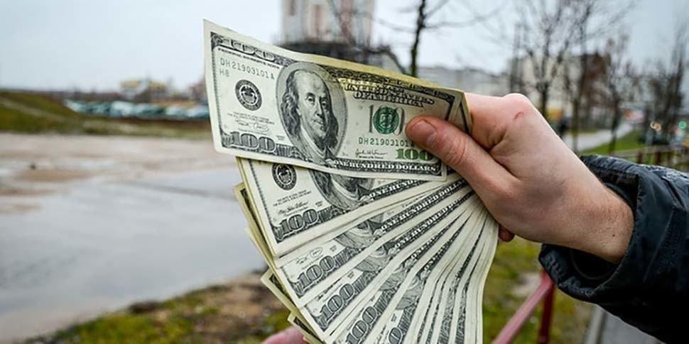 Водитель предложил инспекторам взятку в 550 долларов. Не взяли
