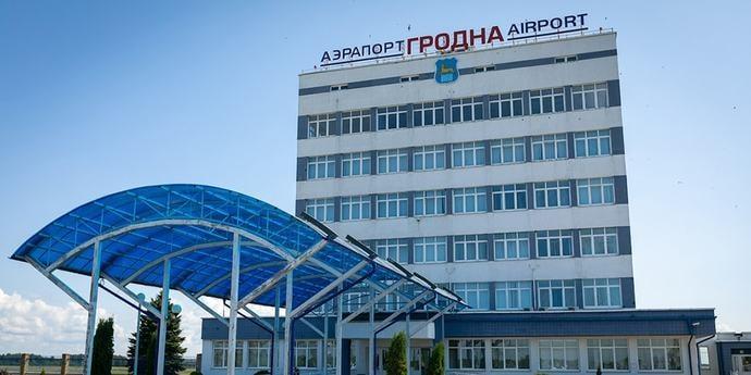 Иностранцы смогут прилетать в Беларусь без визы через все областные аэропорты. Для США «безвиз» отменили(дополнено)