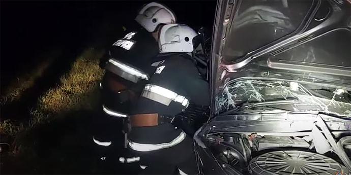 Из-за ДТП зажало ноги дверью: спасатели деблокировали девушку(видео)