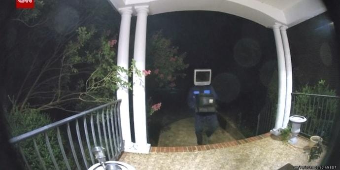 Неизвестный с телевизором вместо головы за ночь принес более 60 телевизоров американцам