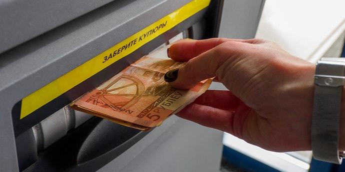 Указ: получать пенсии и зарплаты можно будет на базовый счет в банке