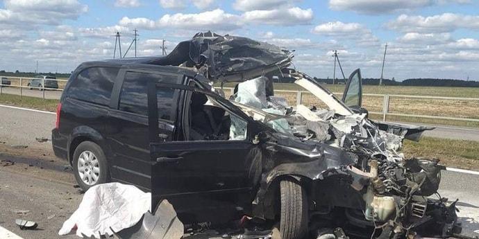 Смертельная авария на могилевской трассе: легковушка врезалась в трактор