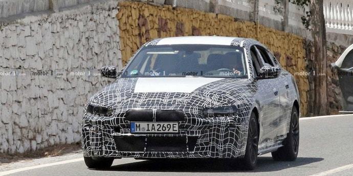 BMW i4 снова попал в объективы шпионских камер