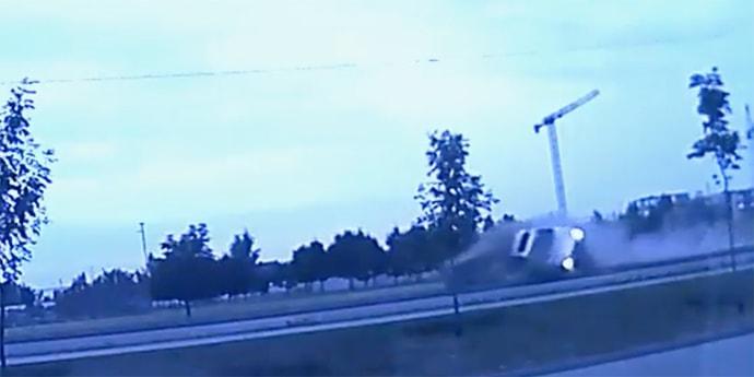 Обнародовано видео переворота BMW на столичном пр. Победителей (видео)