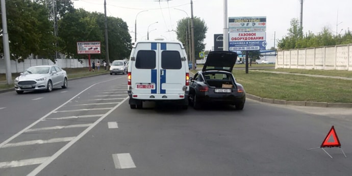 Притерлись Audi TT и милицейская «Газель». Кто виноват —будут разбираться