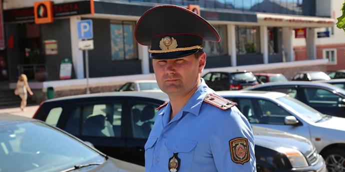 Милиционер задержал нетрезвого водителя, «щучкой занырнув в открытое окно»