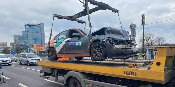 История с разбитым каршеринговым BMW. Стало известно, как «украли» аккаунт