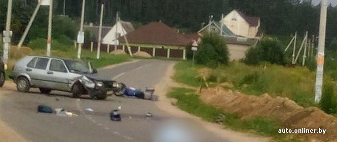 Очевидцы: в столкновении Volkswagen Golf и скутера под Минском погибла женщина
