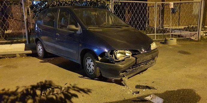 Машина стояла иначе и была целой. Хозяин хочет знать, кто с ней это сделал(дополнено)